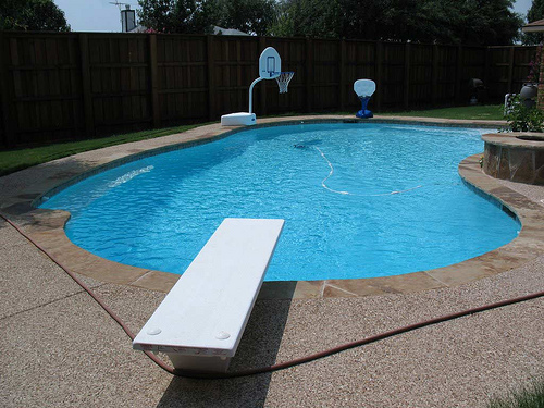 Pool safety ion insurance - Dangers of chlorine in swimming pools ...